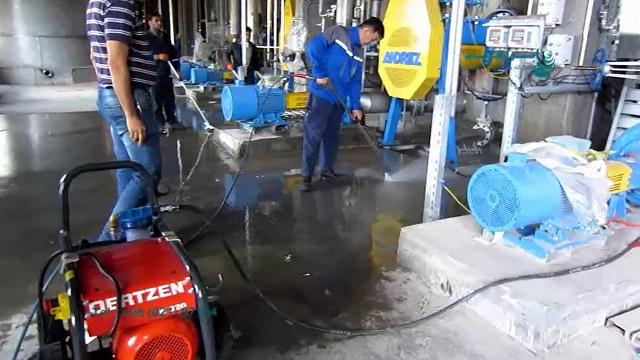 شستشوی تجهیزات با واترجت فوق فشار قوی  - Wash the equipment with ultra-strong waterjet
