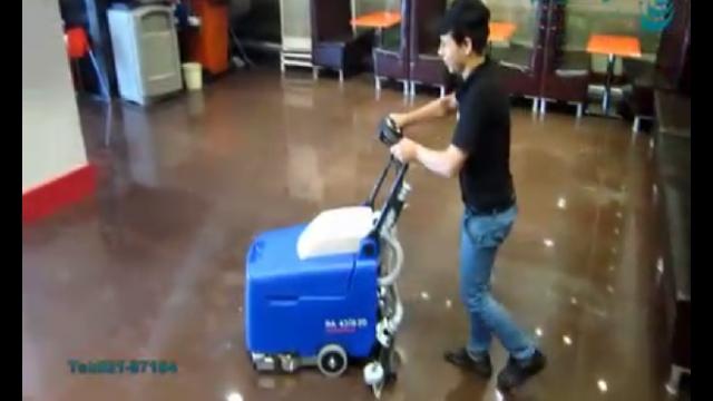 شستشوی کف رستوران با اسکرابر  -  Restaurant floor cleaning with scrubber