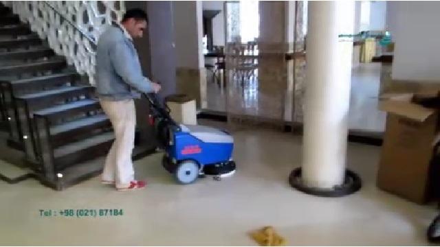 اسکرابر دستی گزینه ای ایده ال برای نظافت  - walk behind scrubber Ideal for cleaning