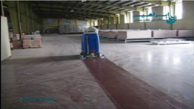 شستن سطوح کف کارخانه با اسکرابر  - cleaning  factory floor surfaces with the scrubber