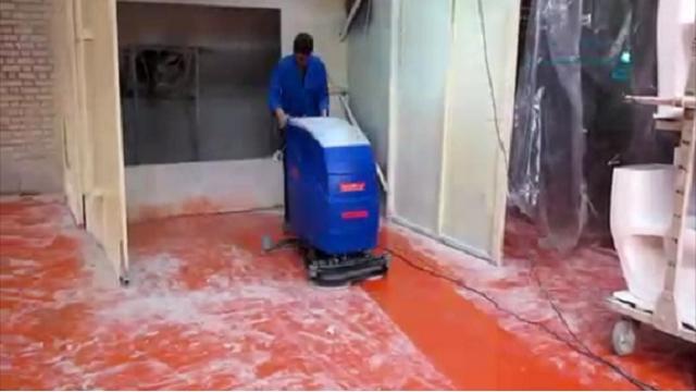 شستشوی سطوح با اسکرابر  - Wash surfaces with a scrubber