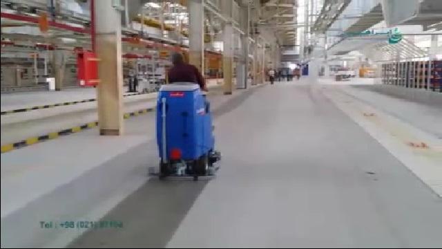 شستشوی کف سالن تولید با اسکرابر  - Wash the production hall with floor scrubber