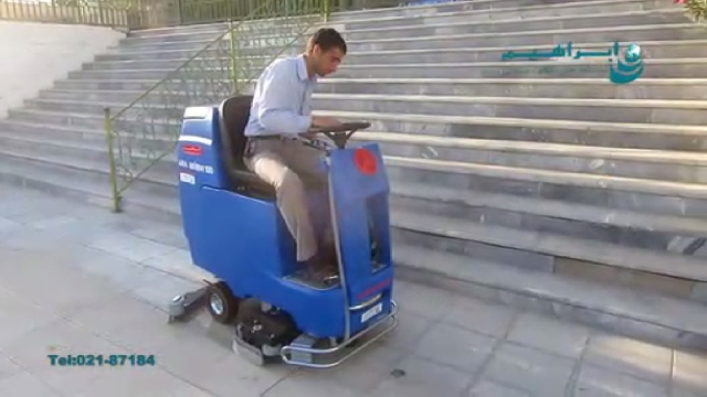 نظافت محیط بیرونی با اسکرابر سرنشین دار  - outside cleaning with ride on scrubber