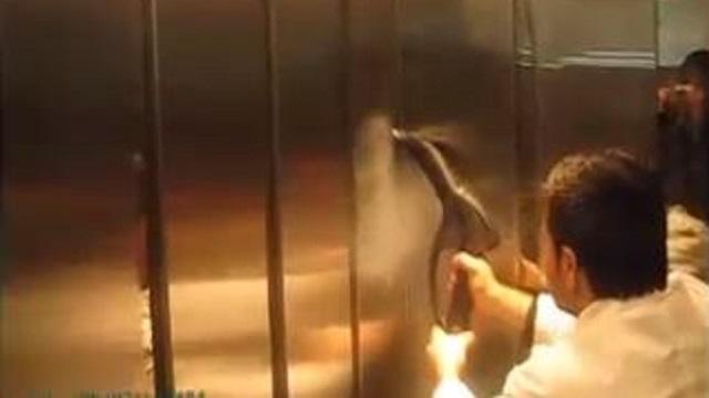 نظافت و ضدعفونی کردن داخل آسانسور با بخارشور  - Cleaning disinfection elevator Steam Cleaner