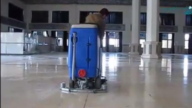 اسکرابر خودرویی، دستگاهی کارآمد برای شستشوی سالن های بزرگ  - scrubber dryer - efficient machine for cleaning the large hall