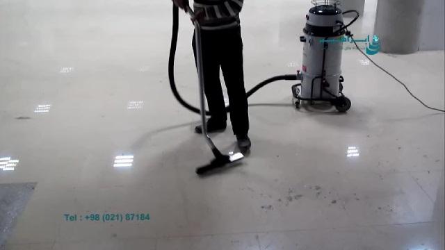 نظافت مرکز تجاری بوسیله جاروبرقی صنعتی  - cleaning the commercial center by vacuum cleaner