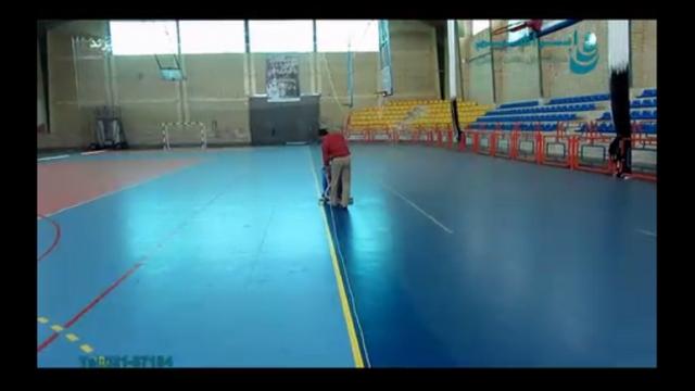 شستشو سالن های ورزشی با استفاده از دستگاه اسکرابر صنعتی  - Sports halls cleaning using an industrial scrubber