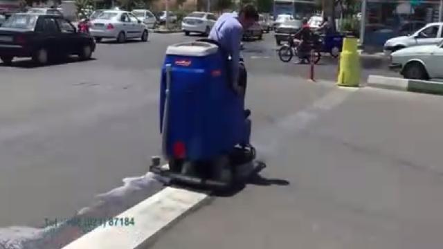 شستشوی خط کشی خیابان با اسکرابر  - wash Street stroke with scrubber dryer