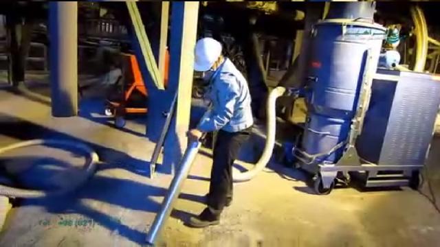 جمع آوری مواد سنگین با جاروبرقی صنعتی سخت کار  - collecting heavy materials industrial vacuum cleaner