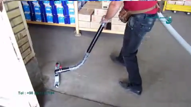 نظافت حرفه ای انبار با مکنده صنعتی  - Professional cleaning warehouse with vacuum cleaner