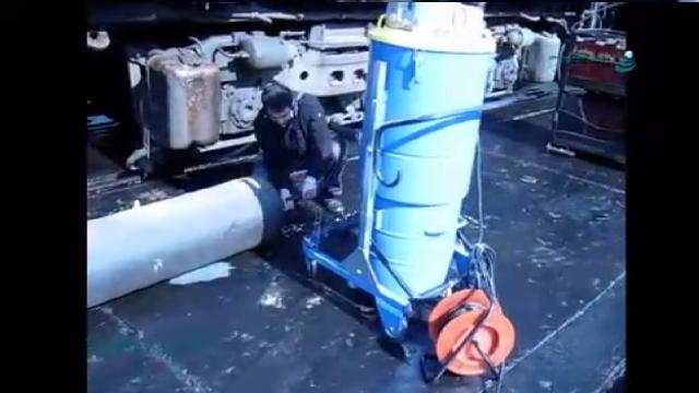نظافت لوله های نفتی با جاروبرقی صنعتی  - Cleaning of oil pipelines with industrial vacuum cleaner
