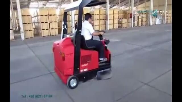 استفاده از سوییپر سرنشین دار جهت نظافت سوله   - use of ride-on sweeper for cleaning facilities