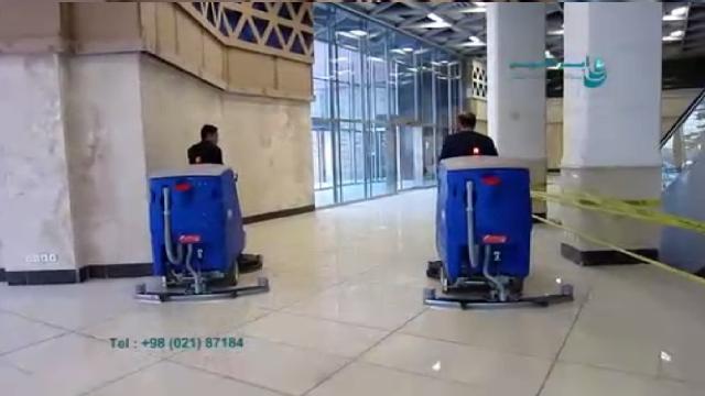نظافت اماکن وسیع با اسکرابر سرنشین دار  - Cleaning large areas with a ride on scrubber
