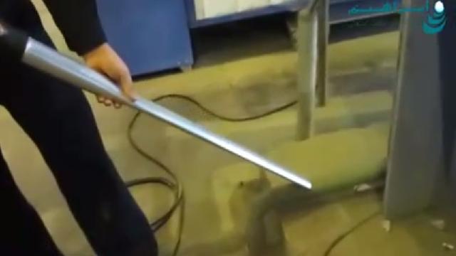 نظافت و جمع آوری مواد با مکنده صنعتی  - cleaning and collecting material with industrial vacuum