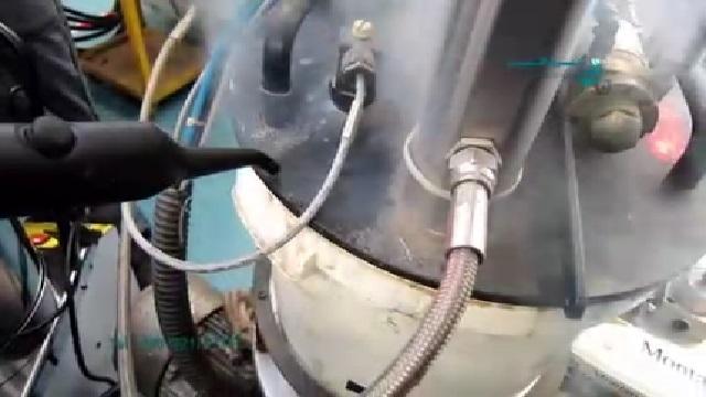 نظافت بخش های داخلی تجهیزات صنعتی با بخار شوی  - cleaning the internal parts of industrial equipment with steam cleaner