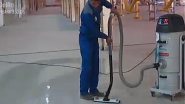 نظافت سوله های بزرگ با مکنده  - Cleaning large sites with industrial vacuum cleaner