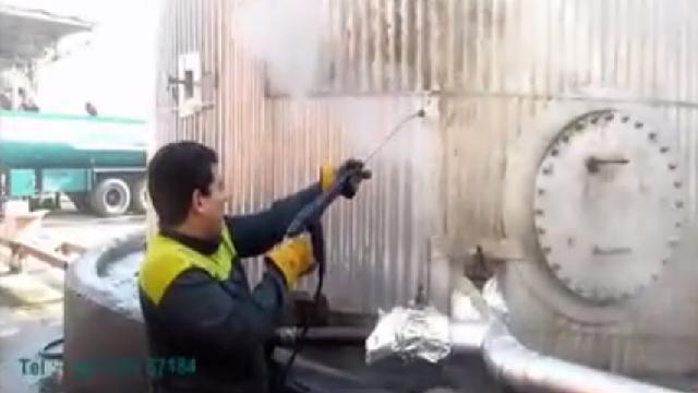 لایه برداری از مخزن نفت با واترجت آب گرم  - Peeling of the oil tank hot high pressure