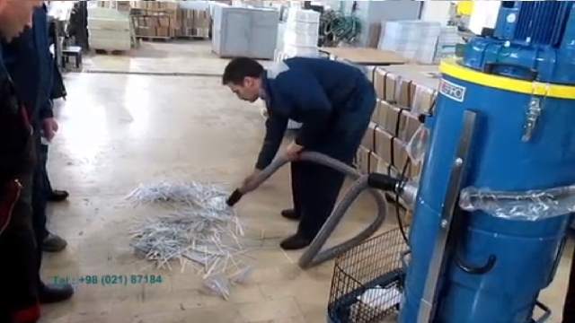 جمع آوری رشته های کاغذ و مایعات با جاروبرقی صنعتی دائم کار  - collecting paper strands with continuous duty vacuum cleaner