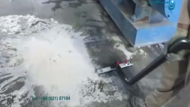 مکش آلودگی های جامد و مایع با جاروبرقی صنعتی  - solid and liquid material collecting with vacuum