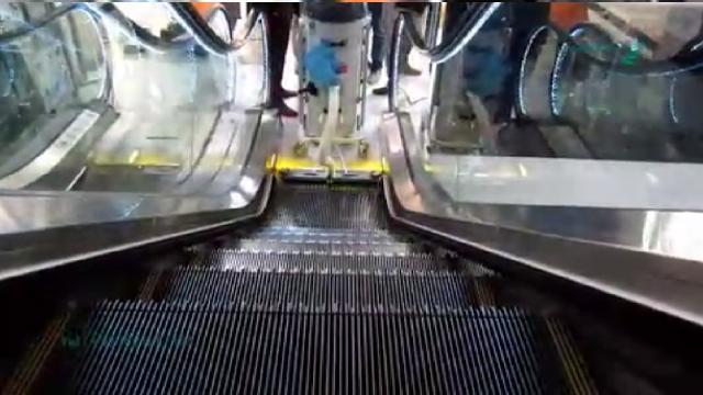 کاربرد جاروبرقی صنعتی در نظافت پله برقی  - Application industrial vacuum cleaner in escalator cleaning
