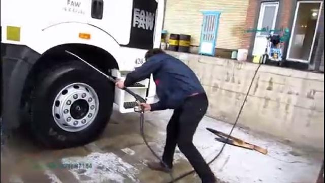 شستشوی ماشین آلات سنگین با واترجت  -  cleaning heavy cars with waterjet