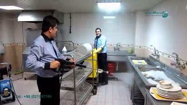 بکارگیری واترجت در شست و شوی آشپزخانه صنعتی  - use of high pressure washer to wash the industrial kitchen