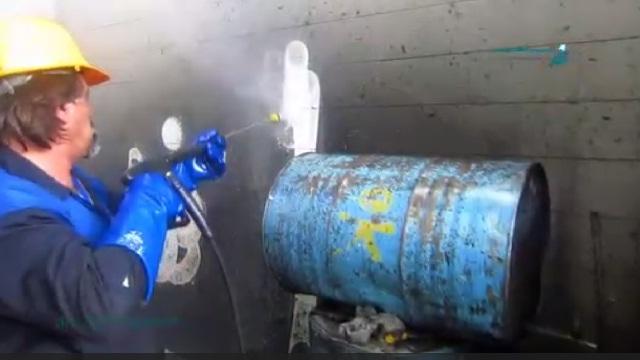 قدرت بسیار بالای واترجت صنعتی در تمیز کردن سطوح  - high level power of industrial high pressure washer in cleaning dirty surface