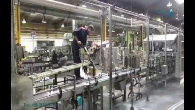 عملکرد عالی واترجت آب گرم در شستشوی سطوح روغنی  - High performance of hot pressure washer to wash the oily surfaces