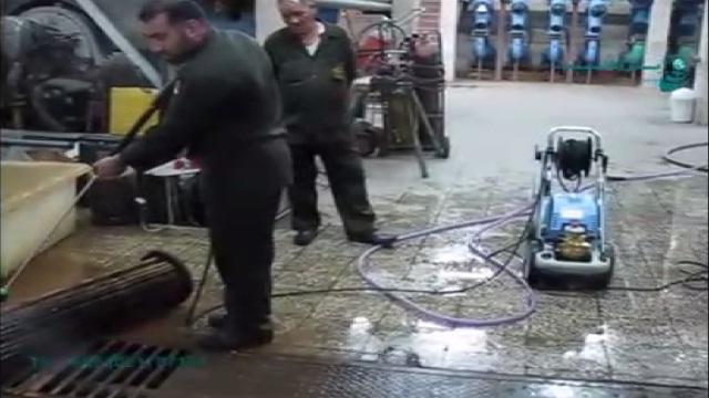 رسوب زدایی تجهیزات با استفاده از واتر جت صنعتی  - cleaning a thick layer of sediment with high pressure washer