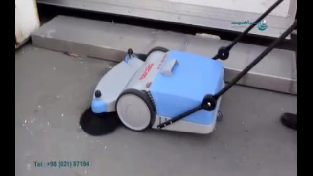 استفاده از سوییپر دستی مکانیکی جهت نظافت محیط  - use of manual walk-behind sweeper for cleaning the environment