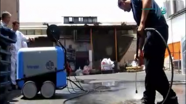 جرم زدایی از سطوح کف با واترجت  - wash sediment from the floor surfaces by high pressure washer