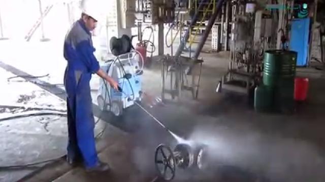 شستشوی قطعات پالایشگاهی با واترجت صنعتی  - cleaning refinery metals by high pressure washer
