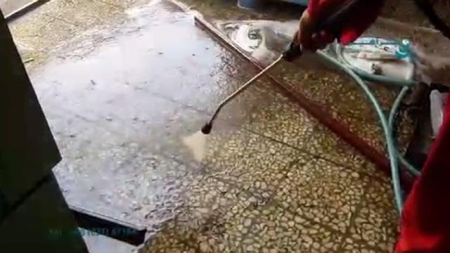 شستشوی آلودگی های انباشته شده بر روی سطح زمین با واترجت  - Washing the contamination accumulated on the surface by pressure washer