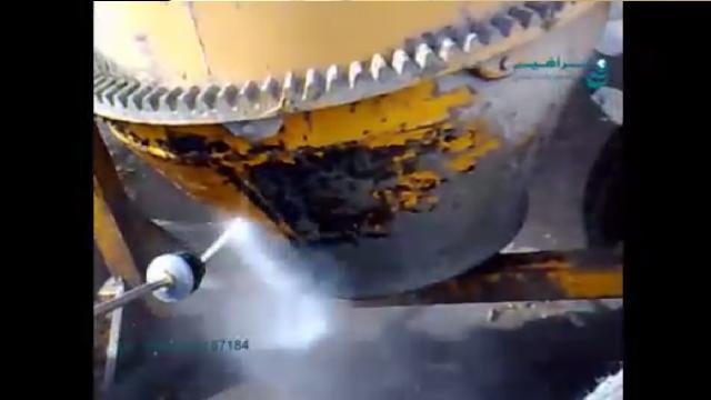 شستشوی میکسر بتن با دستگاه واترجت  - cleaning concrete mixer by high pressure washer