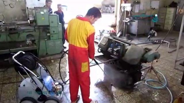از بین بردن جرم و آلودگی سطح بوسیله واترجت  - removing dirt of surfaces by using high pressure washer