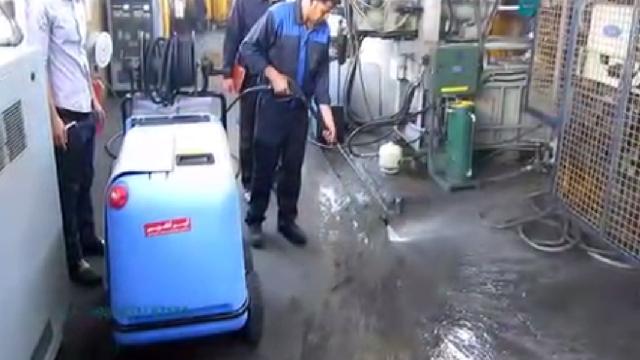 لایه برداری آلودگی در صنایع با واترجت  - Peeling contamination by high pressure cleaner