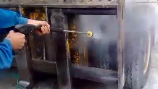 شستشوی ماشین آلات صنعتی با واترجت  - Wash equipment  using high pressure washer