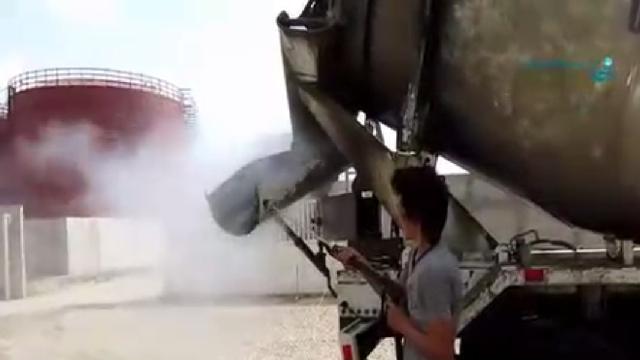 شستشوی میکسر بتن با واترجت صنعتی  - Concrete mixer by high pressure cleaner