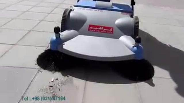 نظافت سطوح کف با سوییپر مکانیکی  - cleaning the floor by push sweeper