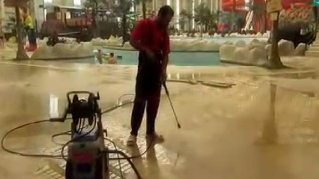 شستشوی استخر با واترجت  - Cleaning pool by a high pressure cleaner