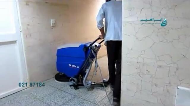 شستشو کف راهرو با استفاده از اسکرابر کابلی  - Washing hallway floor using cable scrubber