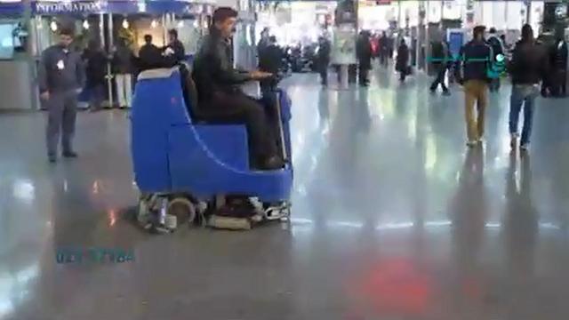 شستشوی سالن نمایشگاه به وسیله اسکرابر سرنشین دار  - Washing the exhibition hall by ride on scrubber