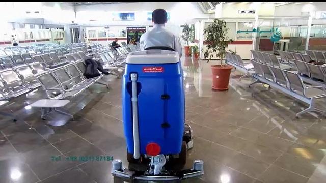 شستشوی کف سالن های انتظار فرودگاه با اسکرابر صنعتی  - use a scrubber dryer for cleaning the floor in the airports