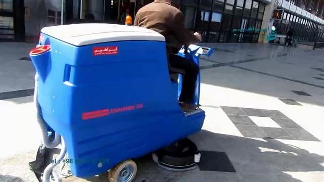 اسکرابر ایستگاه راه آهن و سالن های انتظار  - use a ride-on scrubber for cleaning the railway station