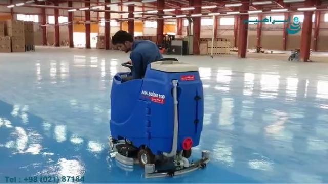 استفاده از اسکرابر سرنشین دار جهت نظافت موثر کفپوش اپوکسی در سالن تولید   -  Use of manned scrubbers for effective epoxy cleaning in the production hall