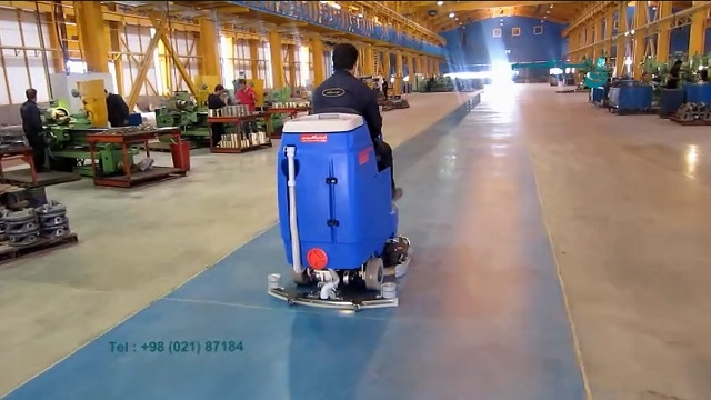 کفشوی سوله های محیط صنعتی  - cleaning the industrial area by rid-on scrubber
