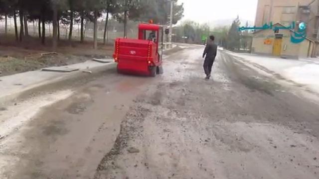 نظافت محوطه با سویپر سرنشین دار  - cleaning the floor by ride-on sweeper