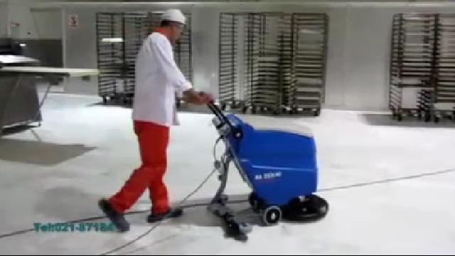 شستشوی کف شیرینی پزی با اسکرابر دستی  - Wash Pastry Floor by Scrubber