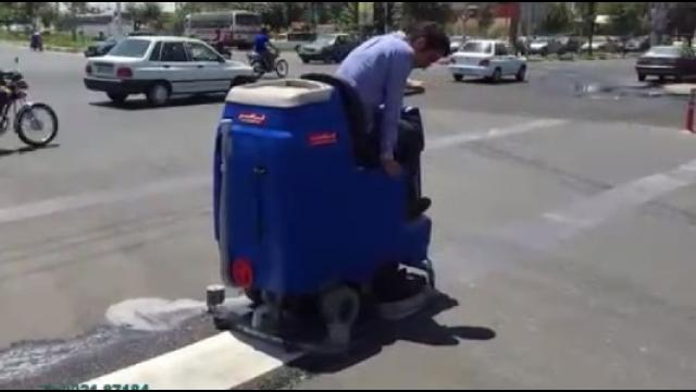 رفع آلودگی های سرسخت توسط کف شوی خودرویی   - removing strong dirt by ride-on scrubber