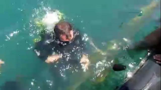 شستشوی زیر آب با واترجت  - Wash underwater with high pressure washer